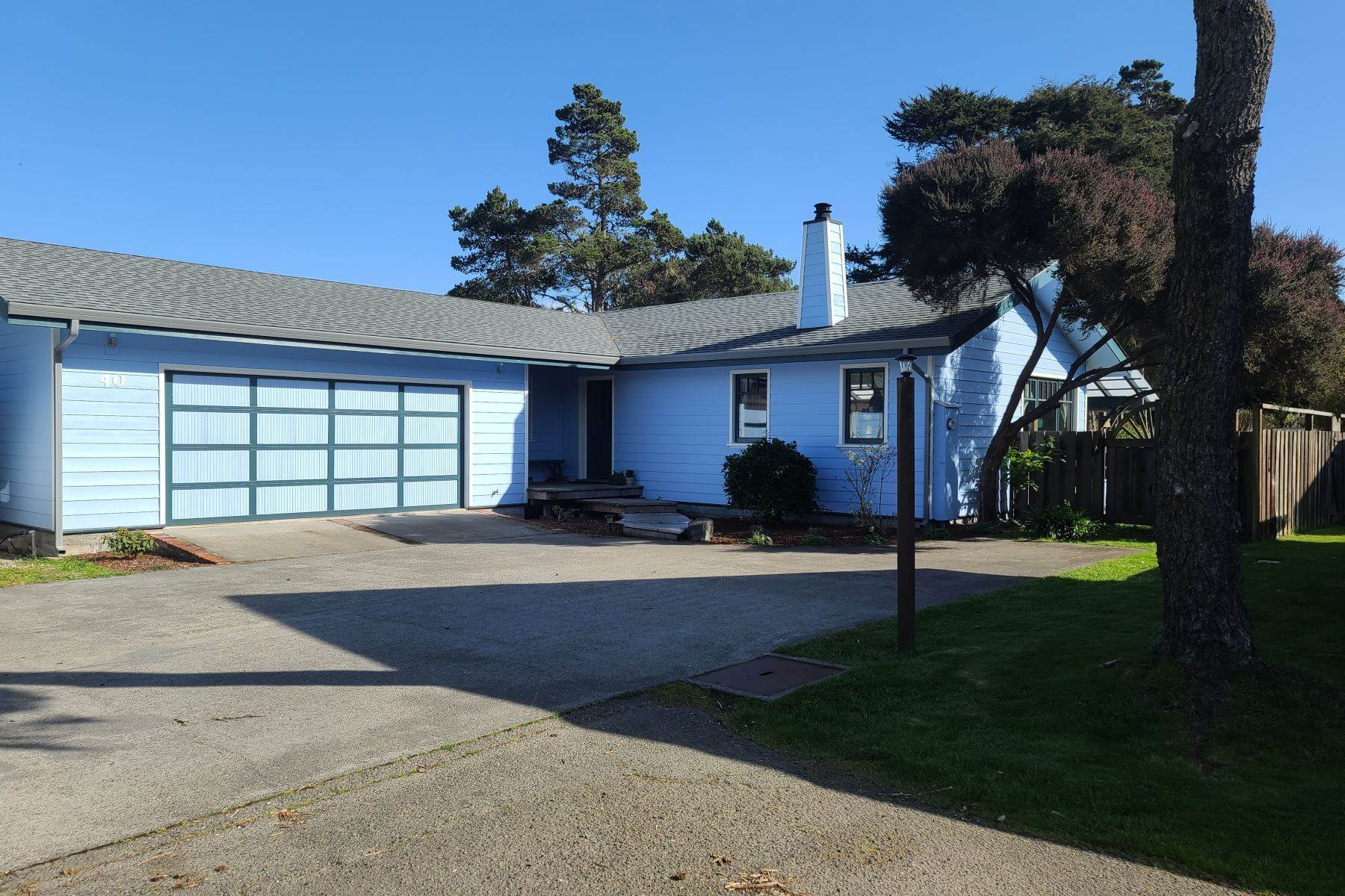 Single Family Homes for Sale at Immaculate Custom Home 40 Swing Tree Lane Fort Bragg, California 95437 United States
