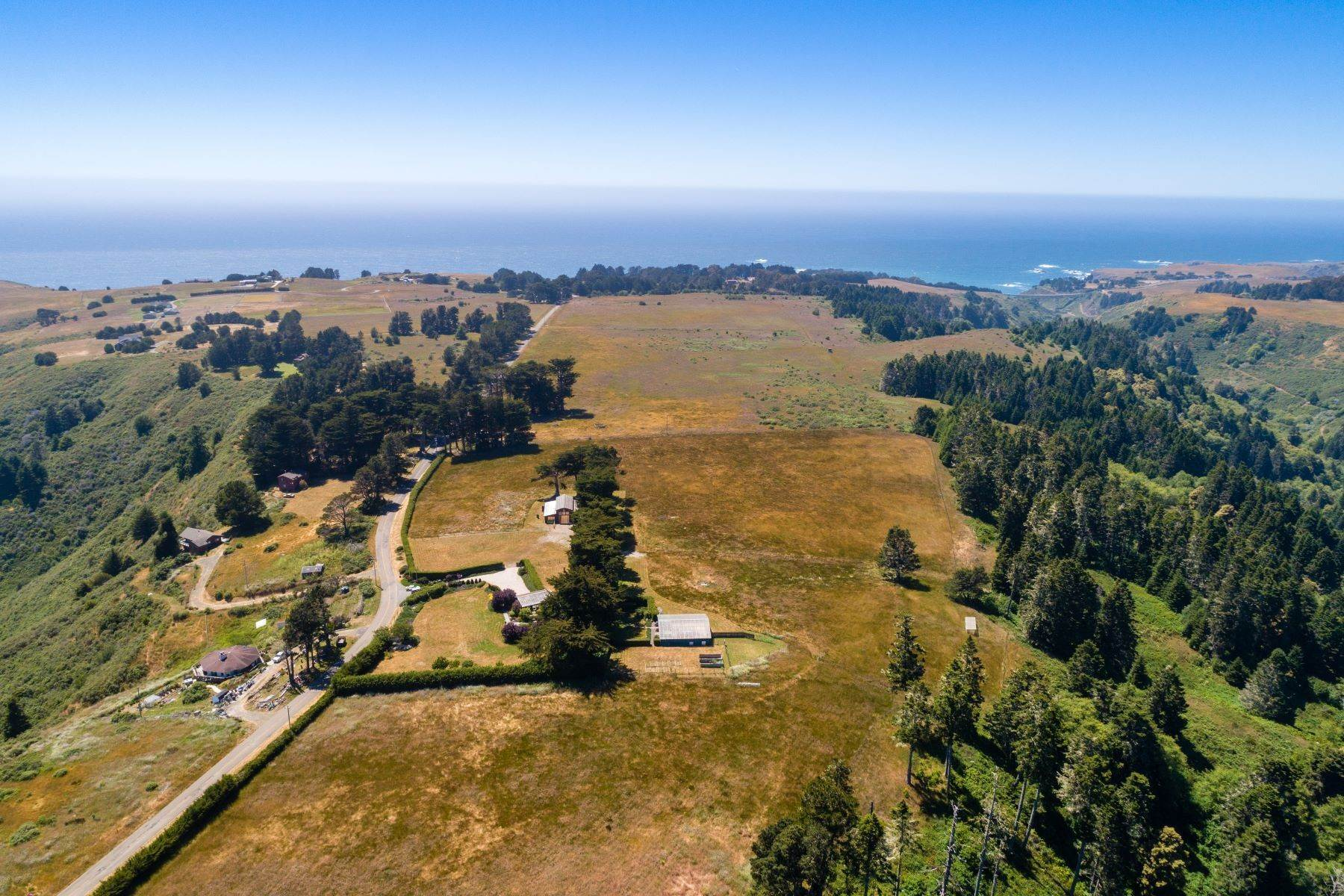 12. Farm and Ranch Properties por un Venta en Navarro Vista Farm 32550 Navarro Ridge Road Albion, California 95410 Estados Unidos