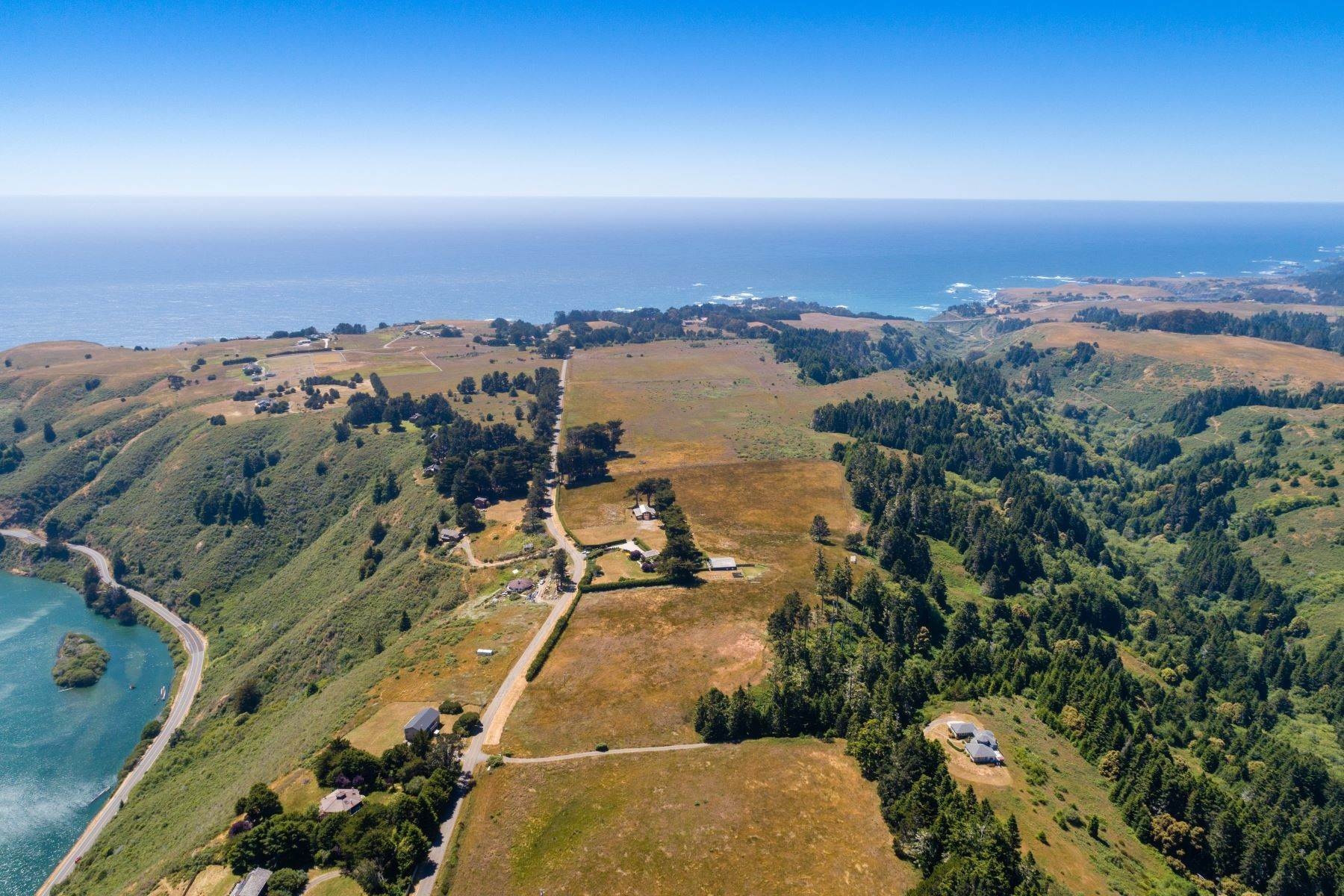 14. Farm and Ranch Properties por un Venta en Navarro Vista Farm 32550 Navarro Ridge Road Albion, California 95410 Estados Unidos