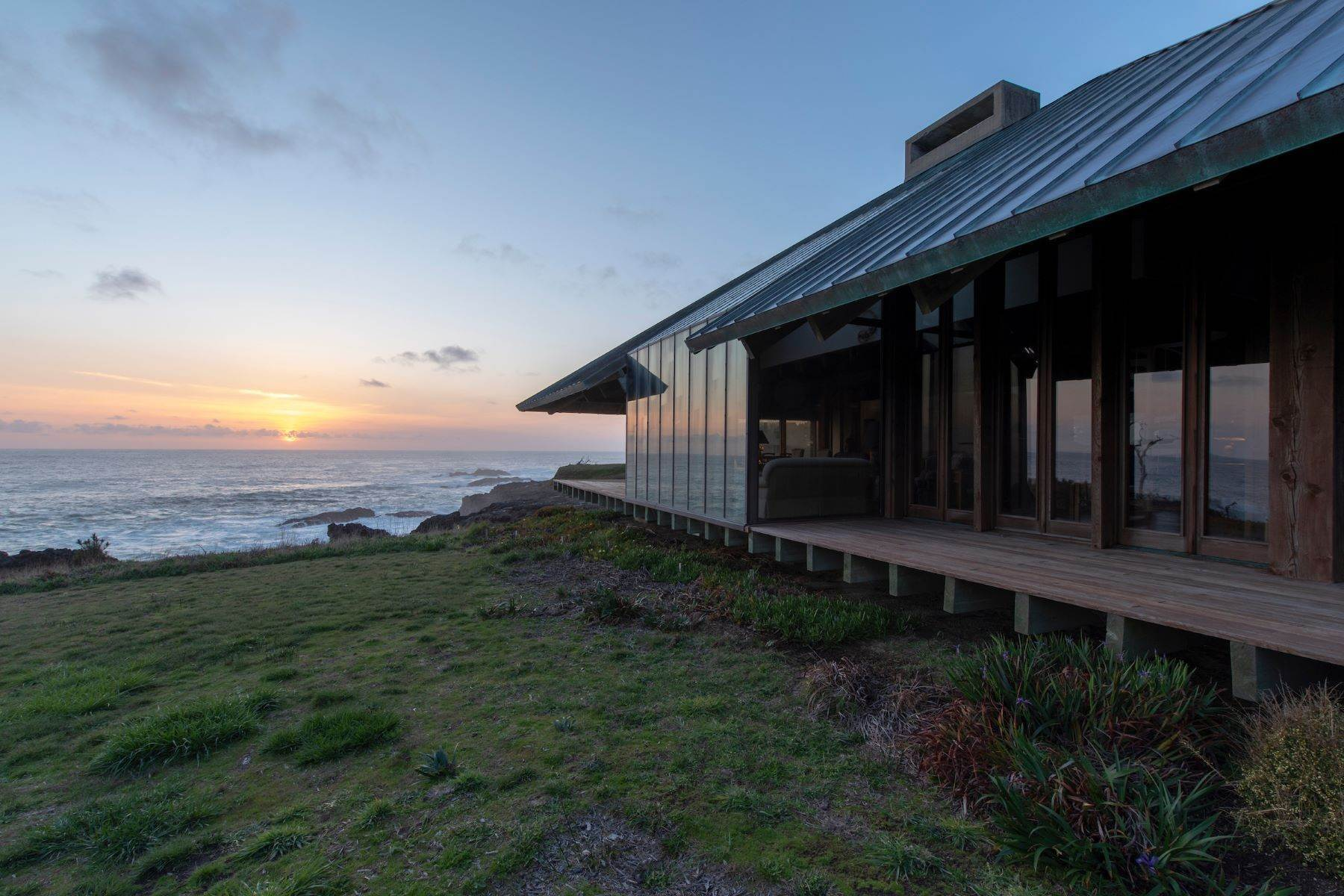 23. Single Family Homes for Sale at Whales Road House 45434 Indian Shoals Road Mendocino, California 95460 United States