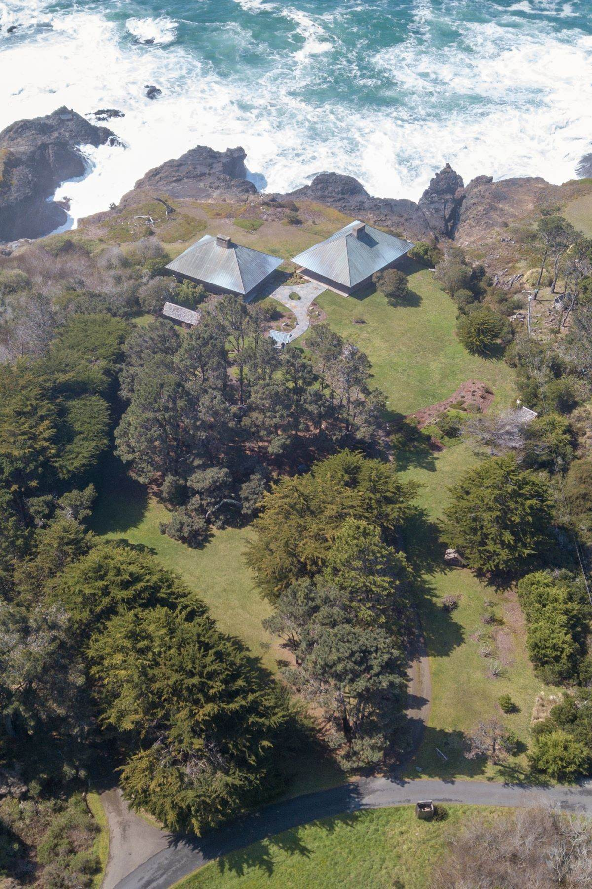 21. Single Family Homes for Sale at Whales Road House 45434 Indian Shoals Road Mendocino, California 95460 United States