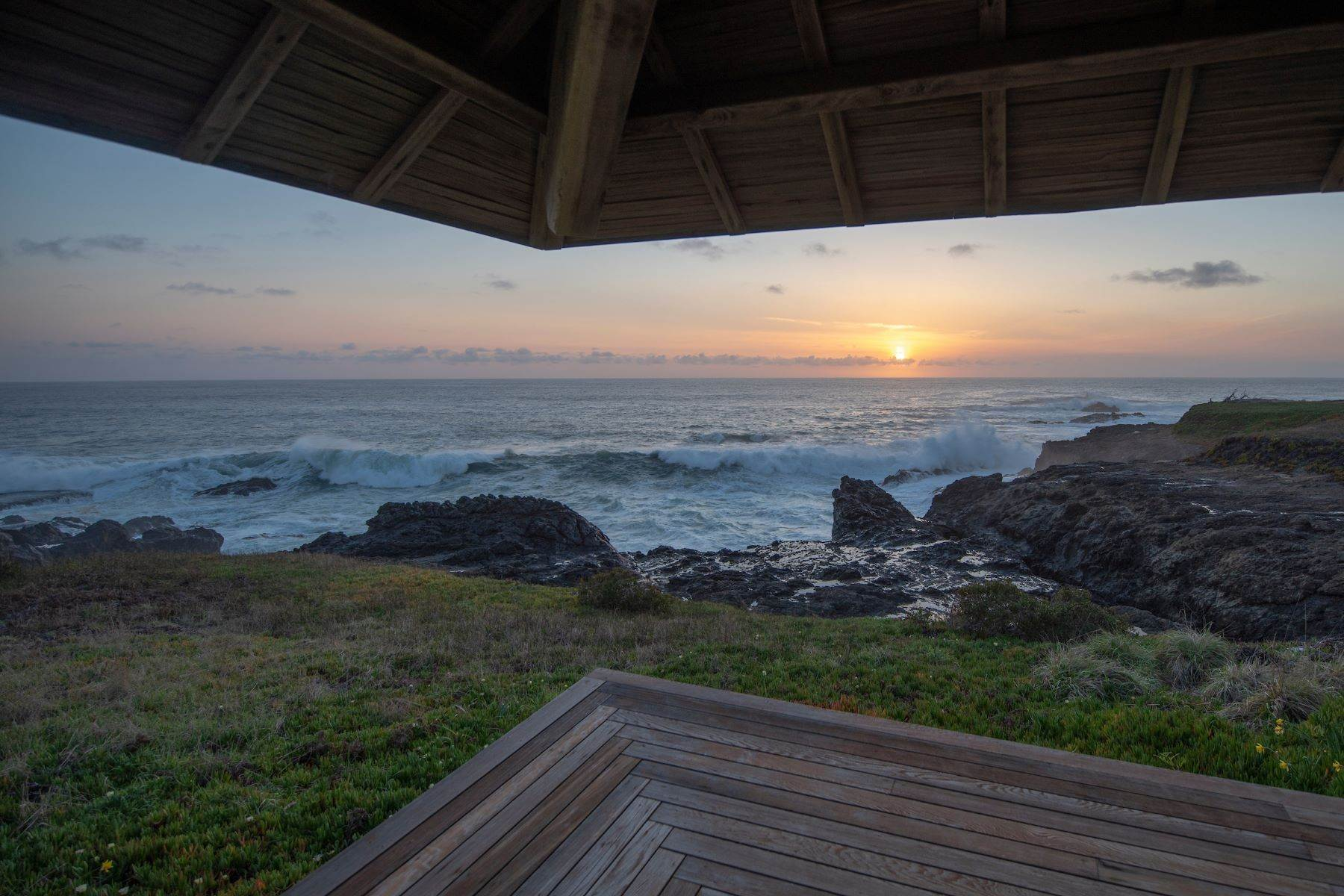 22. Single Family Homes for Sale at Whales Road House 45434 Indian Shoals Road Mendocino, California 95460 United States