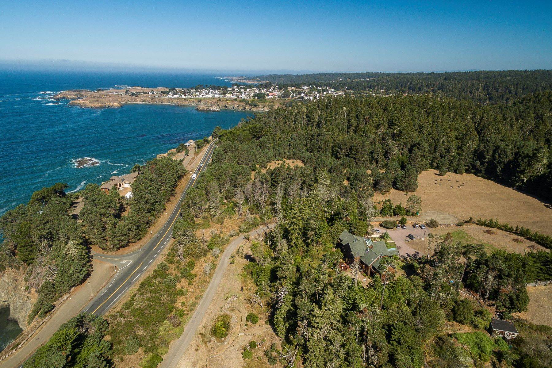 32. Property for Sale at Craftsman Lodge 9401 N. Highway 1 Mendocino, California 95460 United States