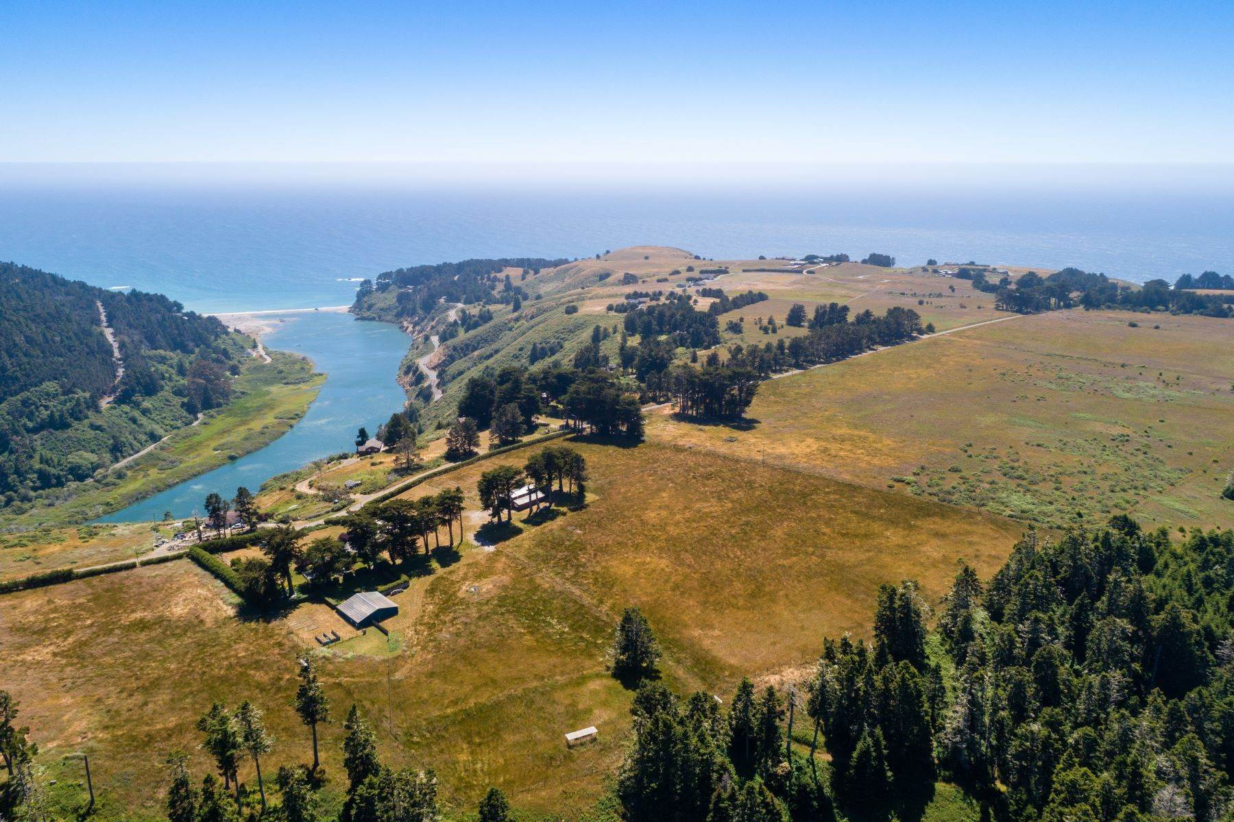 13. Farm and Ranch Properties por un Venta en Navarro Vista Farm 32550 Navarro Ridge Road Albion, California 95410 Estados Unidos